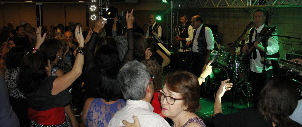 Noite da Jovem Guarda lotou o Salão Nobre do Português